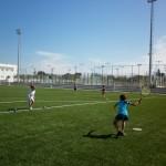 Tennis Concept. Entrenamiento en hierba artificial.